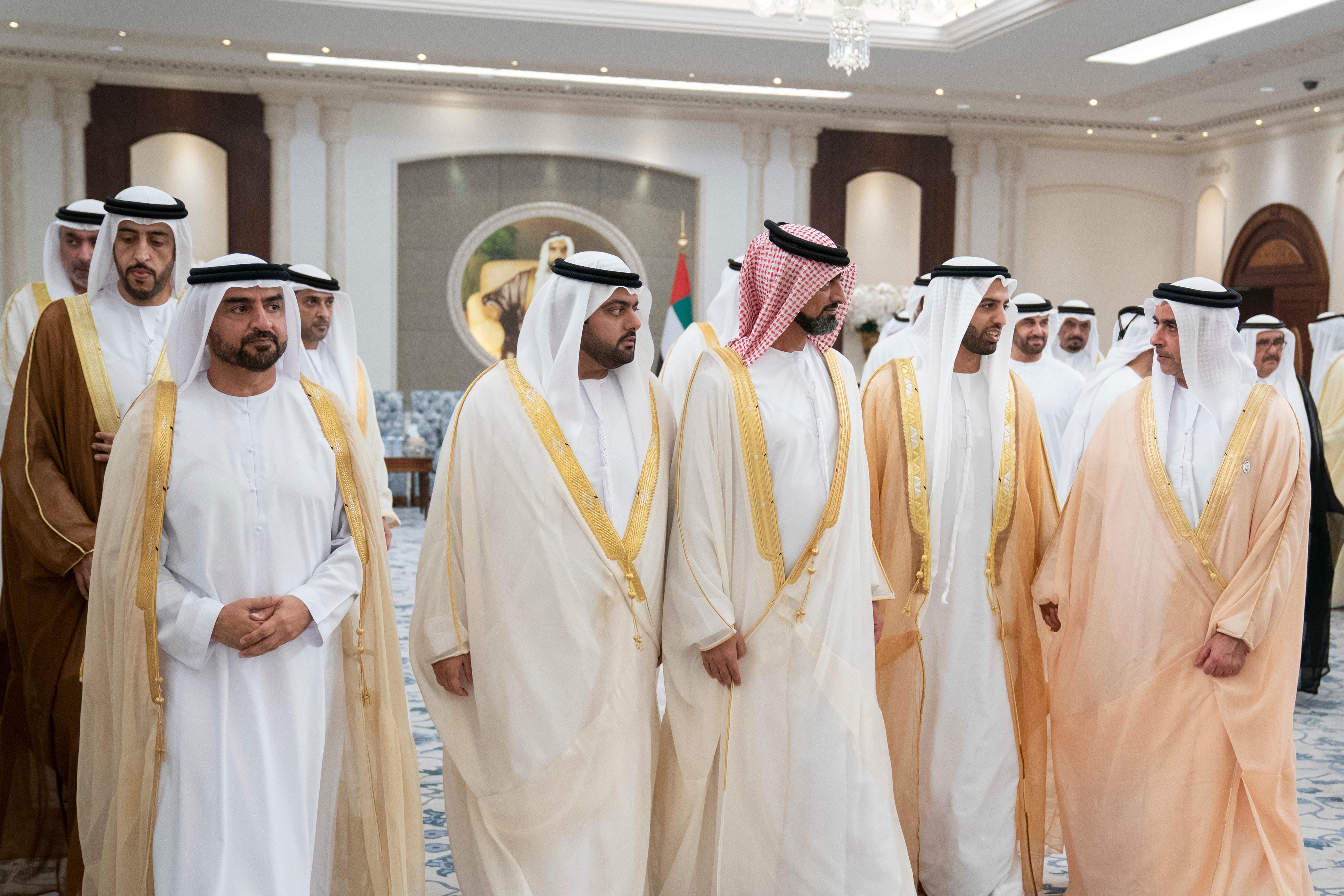 محمد بن زايد يستقبل جموع المهنئين بعيد الفطر المبارك من